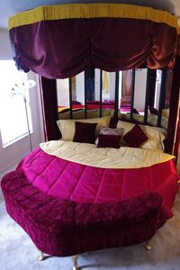 Romantic Heart Shaped King Size Canopy Bed