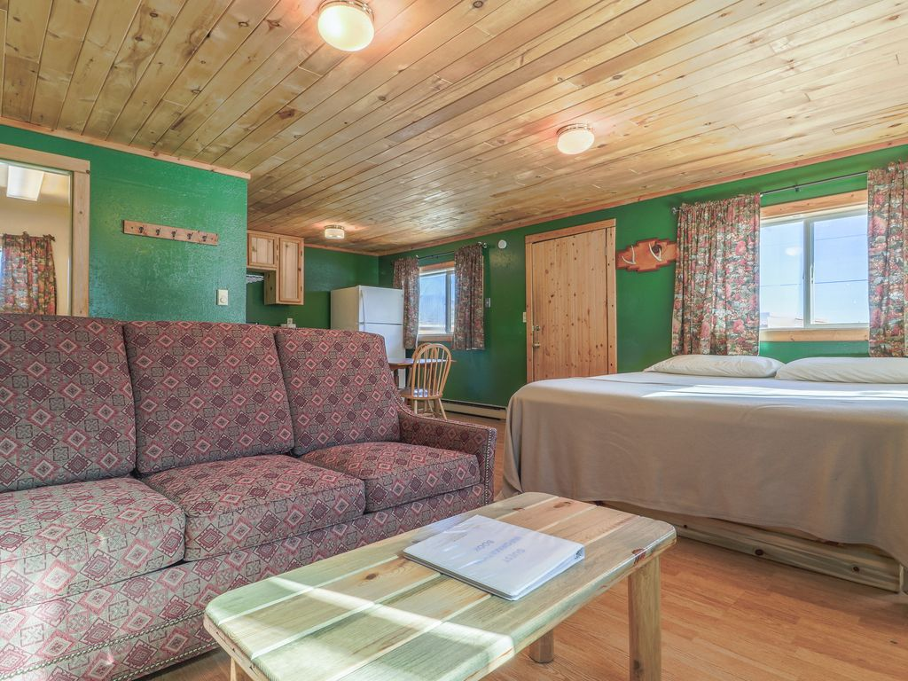 Lovely Log Cabin With Private Hot Tub Amp Deck Dogs Hikers
