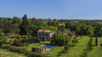 Photo for La Gravouse: Manor house with private pool & tennis court set amongst the vines
