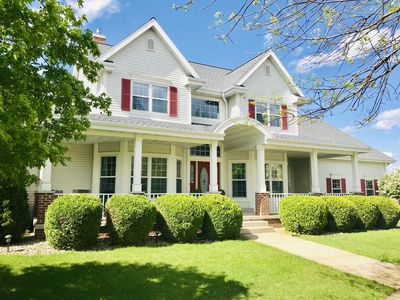 Waunakee Red Shutter House - 10 Min From Airport & Downtown Madison