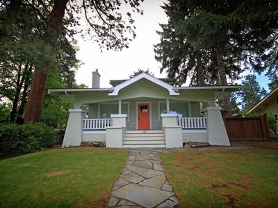 Downtown Bend Bungalow, Walk Everywhere, Pet Friendly, Fenced Yard, Hot Tub