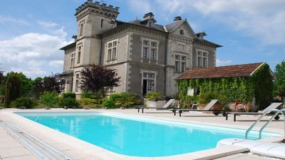 Photo for Appartement les Lys in the castle park of Hostens