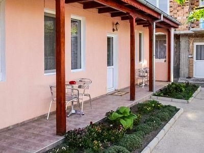 Photo for Charming Retreat In The Heart Of Rose Valley