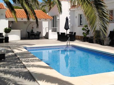 Photo for 2 bedroom Villa, sleeps 4 in Carbonera with Pool, Air Con and WiFi