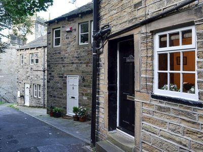 Photo for 2 bedroom property in Holmfirth. Pet friendly.