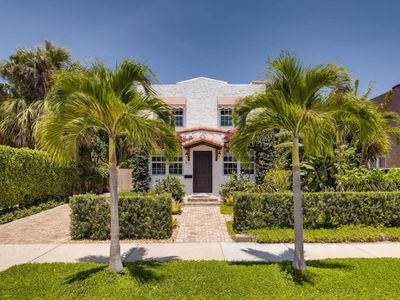 Photo for Luxurious and Upscale Vacation Home with Private Pool minutes from the beach