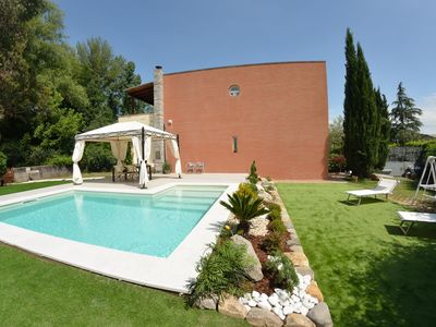 Photo for Stunning private villa for 7 people with WIFI, private pool, TV, terrace and parking, close to P...
