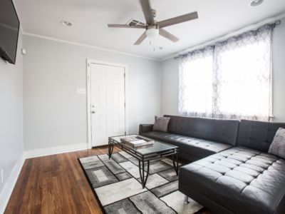 PREMIERE TOURO HOME 3.7 MILES FROM FRENCH QUARTER AND BOURBON STREET!!!