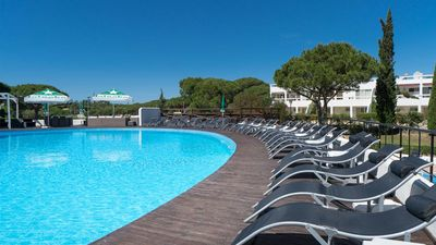 Photo for Vale do Lobo - 2 Bedroom, 2 Bathroom, sleep for 6. Apartment with pool and Gym