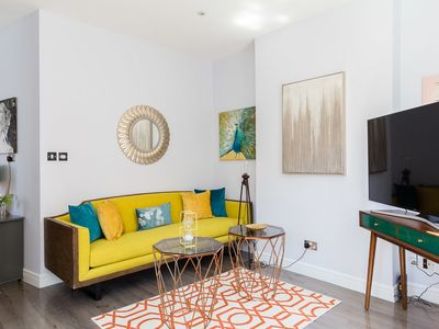 Photo for Luxury 1-bedroom suite next to Oxford street