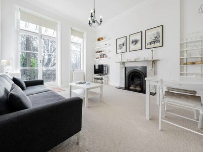 Photo for Elegant Earl's Court 2 bed 2 bath 4 mins from tube