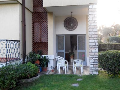 Photo for Apartment in villa with garden 5 minutes from Lake