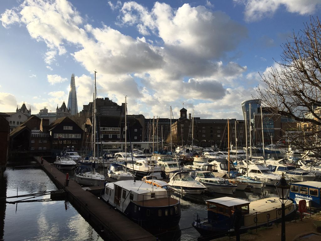 the living room st katherines dock 1bed and studio flats on st katharine docks homeaway 26778