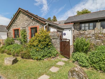 Photo for DAIRY COTTAGE, pet friendly, with a garden in Dulverton, Ref 971548