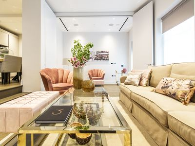 Photo for Superb 2 bedroom apartment with study & concierge