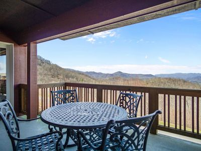 Grand Oaks RM2 - Close to High Country Attractions, Gated community, elevator access, pools - Las...