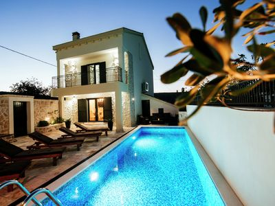 Photo for Attractive villa with pool 2 km from the sea,nice covered terrace,quiet location