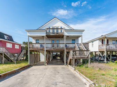 Photo for Nikki's Place: 4 BR / 3 BA home in Oak Island, Sleeps 10