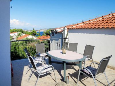 Photo for Apartment Palma (TGR400) in Trogir - 6 persons, 4 bedrooms