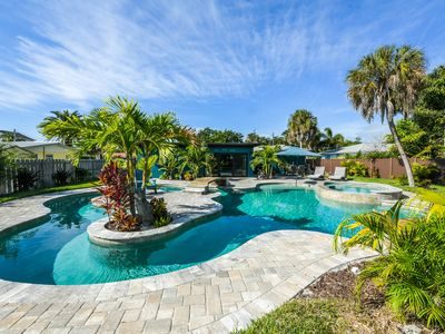 H2O Bungalow:Ground Level, Close to the Beach, Hot Tub, Heated Pool, Lazy River!