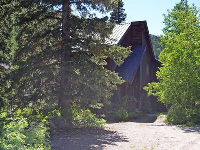 Photo for Storm Mountain Escape - Family cabin close to Silver Fork Lodge