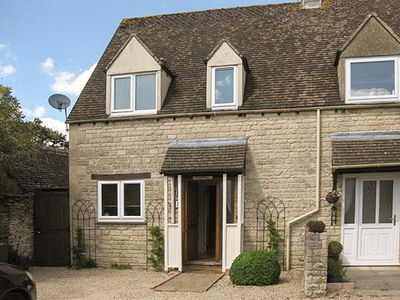 Photo for HOUR COTTAGE, family friendly in Stow-On-The-Wold, Ref 912836
