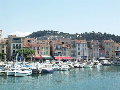 Photo for CASSIS CENTER, NEAR THE BEACH WITH GARDEN APARTMENT -Bel 2-4 People