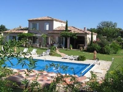 Photo for Rural Provencal villa with pool, luxurious services