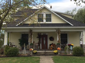 Charming 1920's Bed & Breakfast In Small Town 10 Min. From Columbia