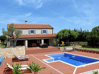 Photo for Beautifully situated holiday house with pool for 5 people in the town of Bale