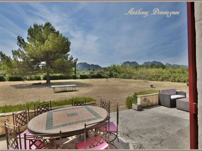 Photo for villa with pool overlooking the Alpilles and the old village