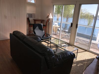 Studio apartment with beautiful view; double slider and large deck over the bay