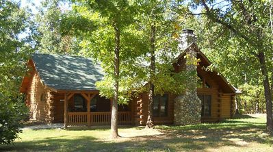 Photo for Spacious 3 bedroom cabin close to Branson/Sleeps up to 8