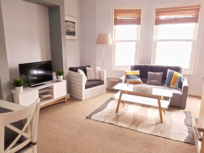 Front room with Smart TV and Netflix, Wifi Internet and a pull-out sofa bed for