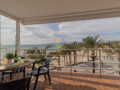 Photo for Beautiful duplex seafront with stunning views.