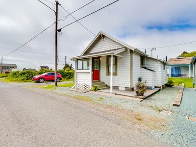 Photo for Darling little beach house w/ front porch, 3 blocks to the beach - dogs welcome!