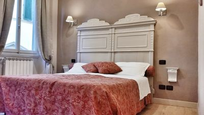 Photo for Charming apartment of the 1300 in the heart of Florence, WIFI AND AIR CONDITIONING