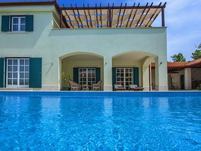 Photo for 5 * Charming villa with large heated pool, 2 tennis courts, jaccuzzi