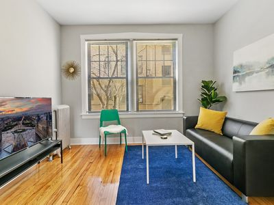 Photo for Great Location Chic & Prestine 1BR Apt in Lakeview