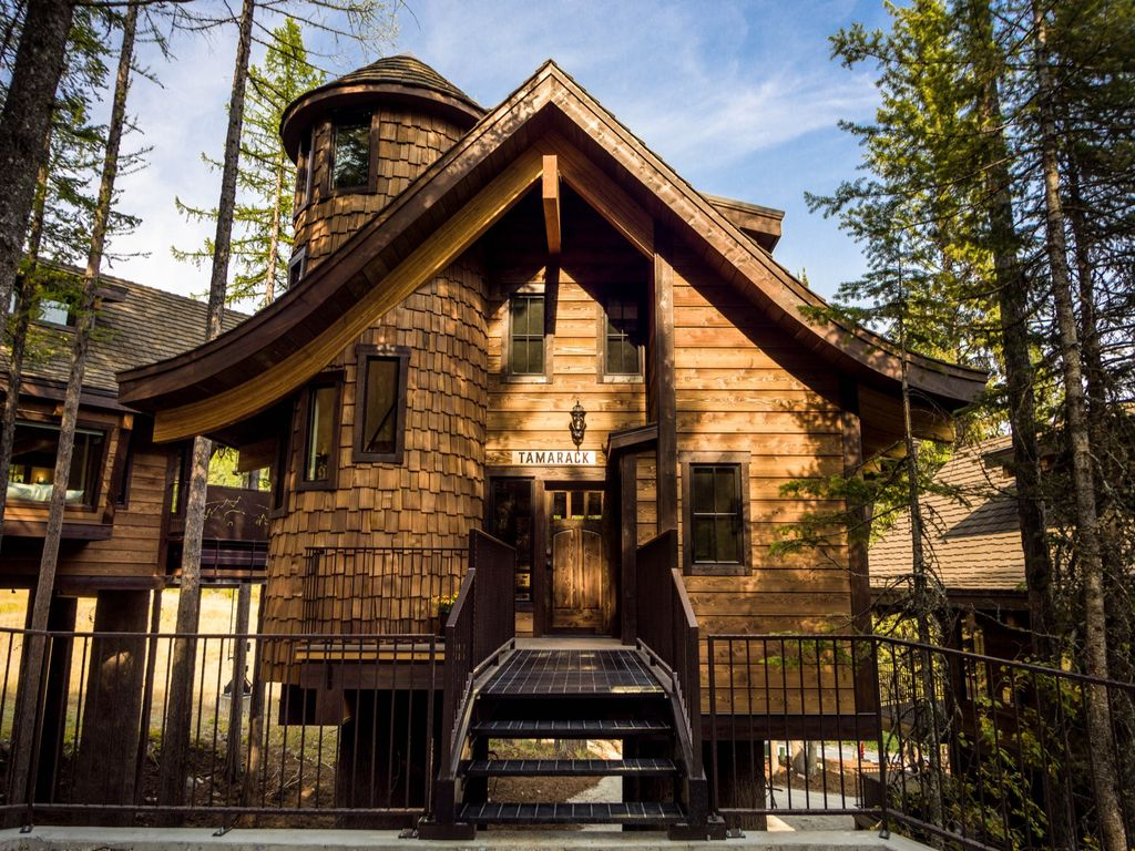 luxury treehouse chalet on whitefish mt hit the slopes in under a minute