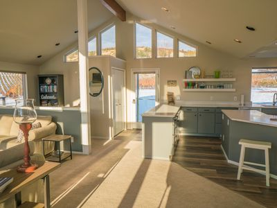 Photo for Spacious 4 bedroom home with sweeping views and hot tub at Amos Rome Vineyards