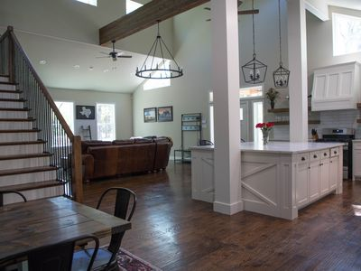 LUXURY CABIN 50 MIN FROM DALLAS ON 126 LUSH ACRES