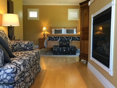 Photo for Casa Colina Bed & Breakfast - The West Queen Suite