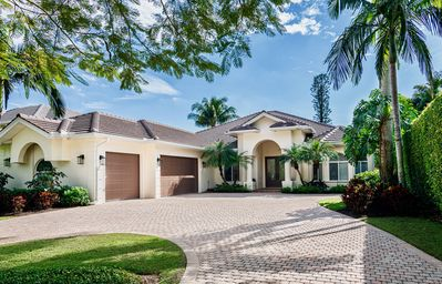 Photo for SOUTHERN SUNSET - Olde Naples, Heated Pool & Spa, Walk to the beach!
