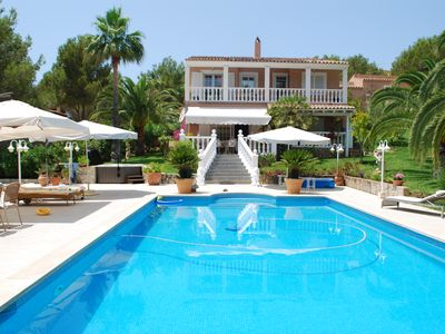 Photo for Beautiful villa with lots of privacy and a large pool near the beach