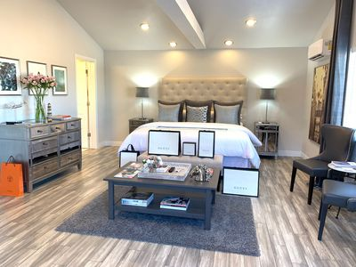 The Suite On 13th - Luxury & Comfort for Two!