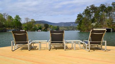 New Dock has seating for nine.  Time to RELAX!