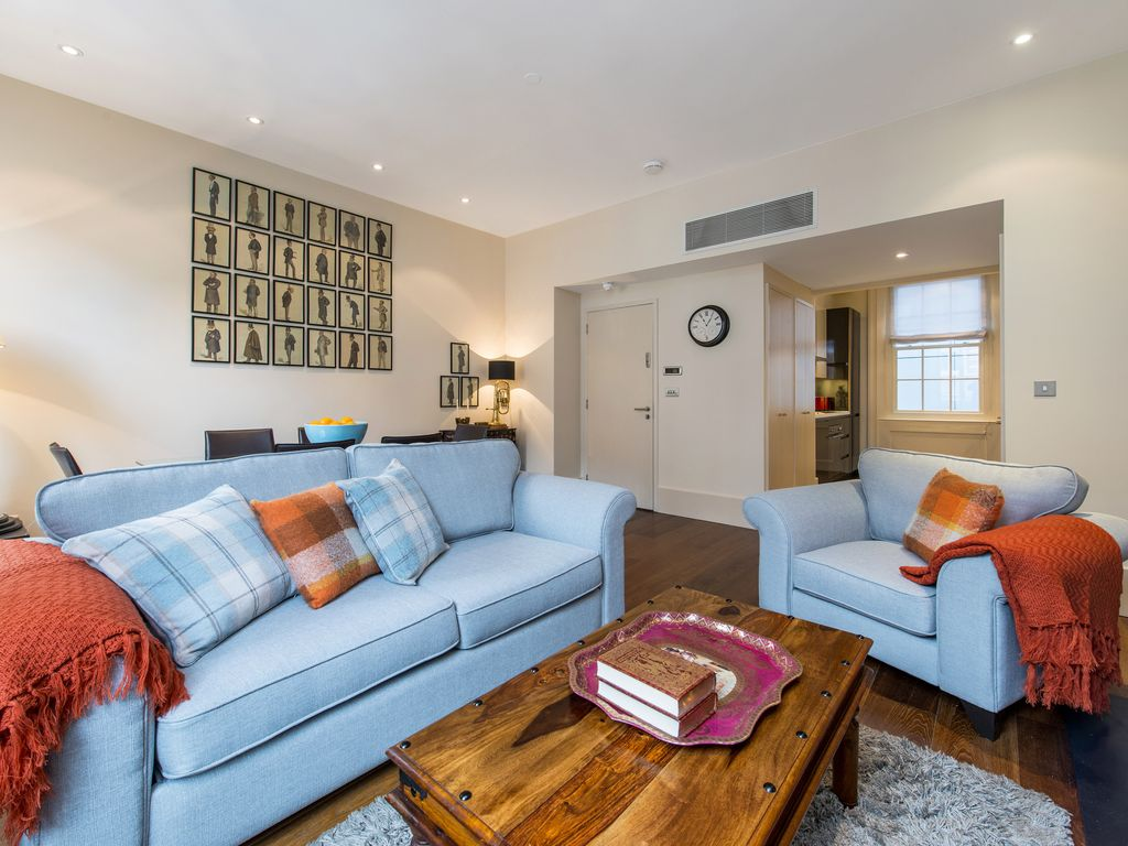 Feel at home in this air-conditioned two bedroom luxury Mayfair rental