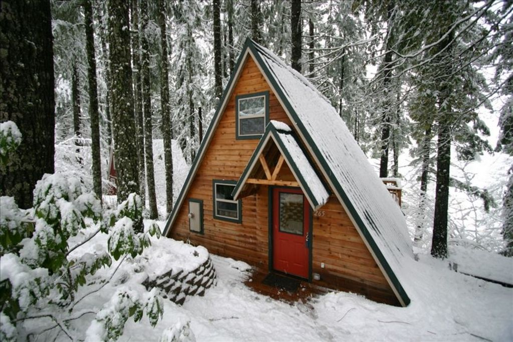 rent attrayant the com cabins oregon during in for storm great snow talentneeds of nestled cabin