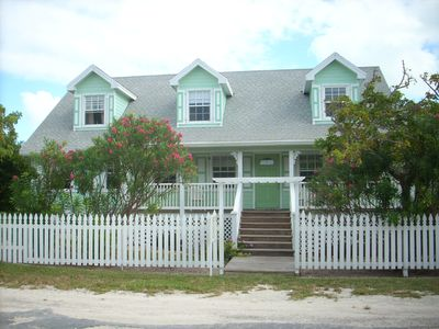 Steps From Private Beach, Sleeps 10, Hot Tub In The Deck, Centrally Located